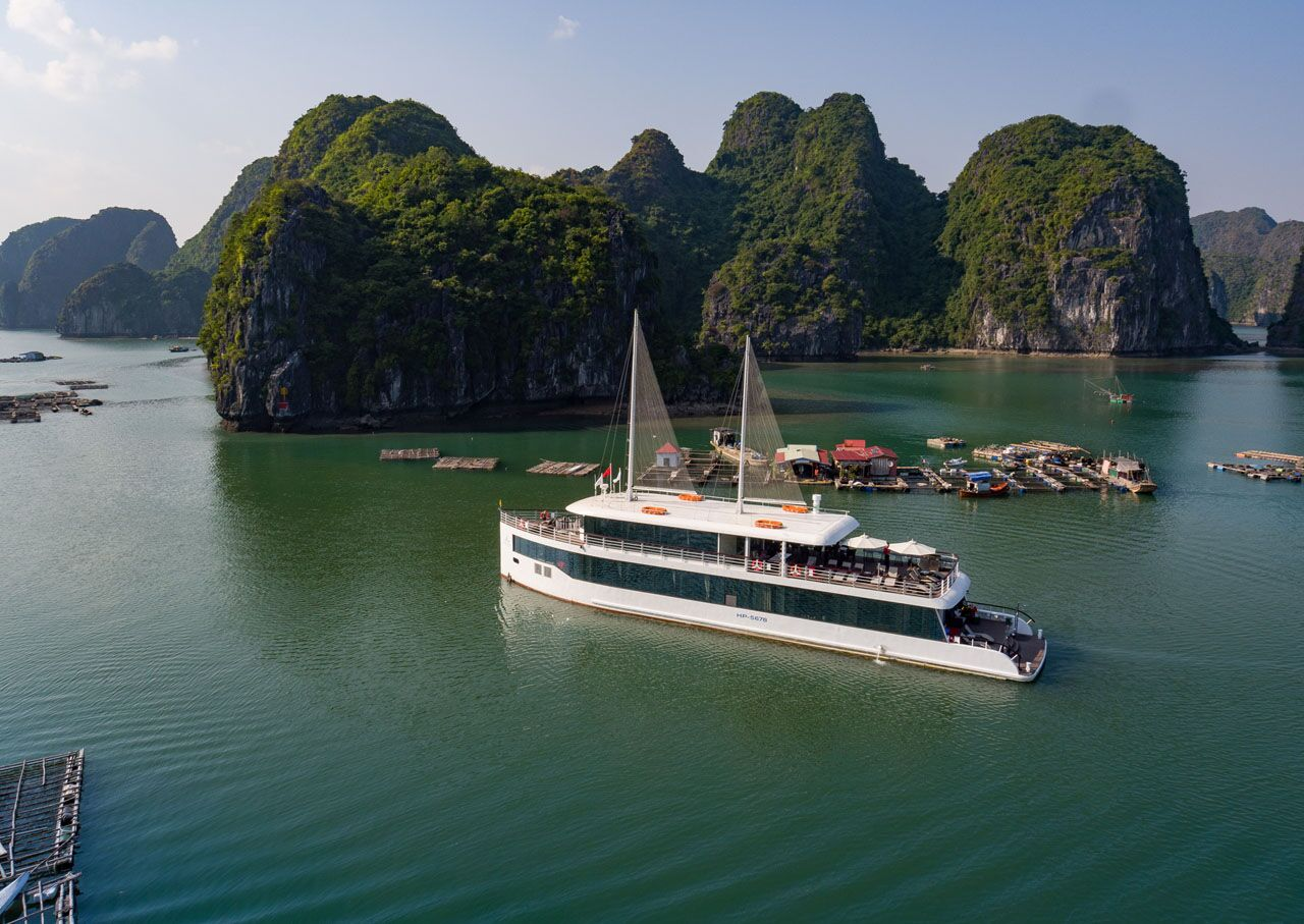 Discover Halong Bay Full Day on ...